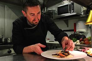 Maitre restaurateu Christophe Sagory dans sa cuisine l'Aromatic