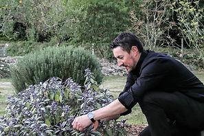 Christophe Sagory - Maître restaurateur en Bretagne dans son jardin
