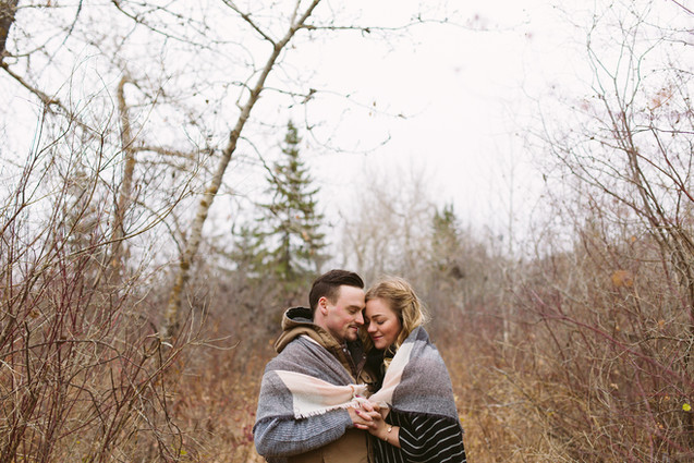 Edmonton-engagement-photographer-fall-bl