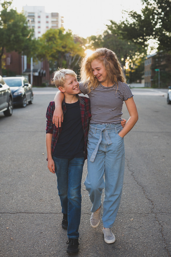 Edmonton-family-photographer-sister-and-