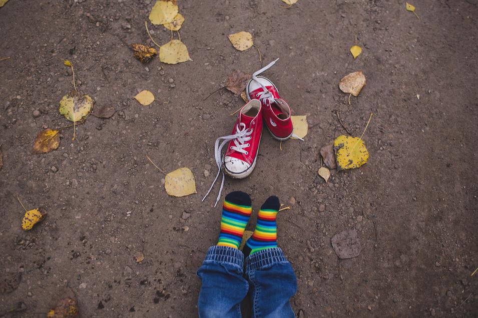 Edmonton-lifestyle-photographer-christy-wells-red-shoes.jpg