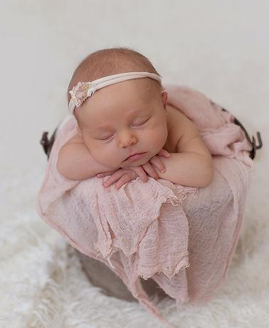 Frankie-Edmonton-newborn-photographer-Ri