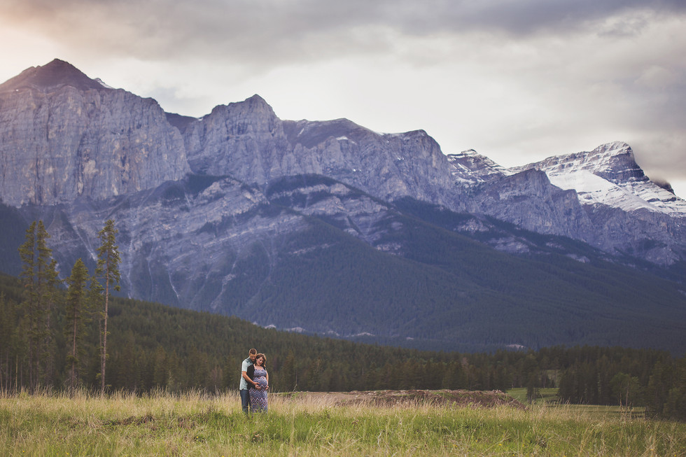Edmonton-Calgary-Canmore-Maternity-Photo