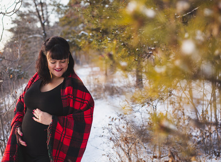 Bianca - Downtown Edmonton winter maternity photos