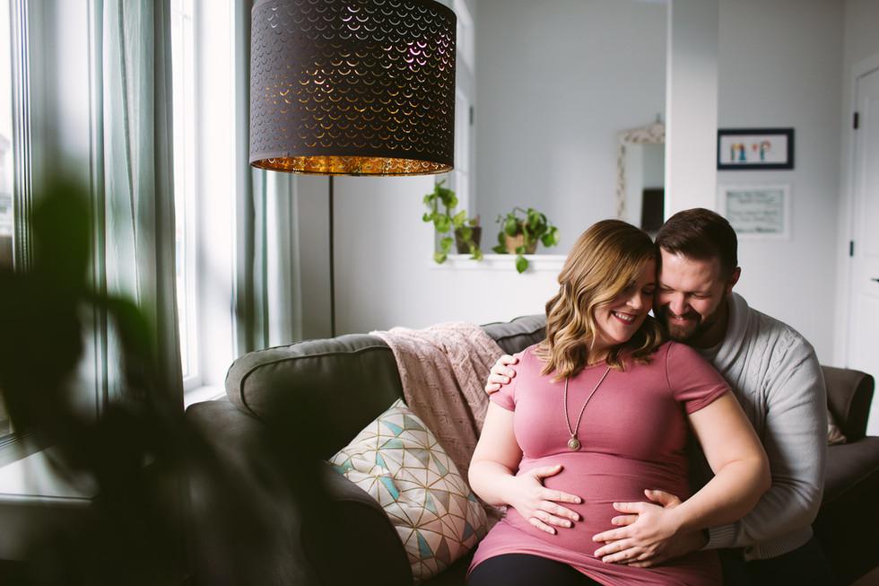 Edmonton-Photographer-Maternity-at-home-
