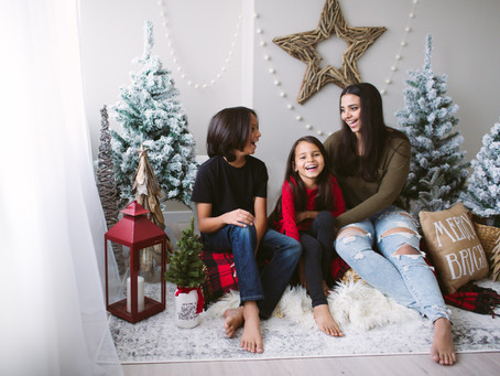 Limited edition Holiday Mini photo sessions in Edmonton!