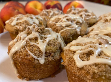 OPERA EATS: 🍑 Homemade Peach Streusel Muffins Drizzled in Vanilla Icing