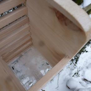 Take one wooden cutlery drainer……
