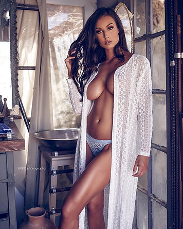 bianca-kmiec-girls-in-control2.jpg