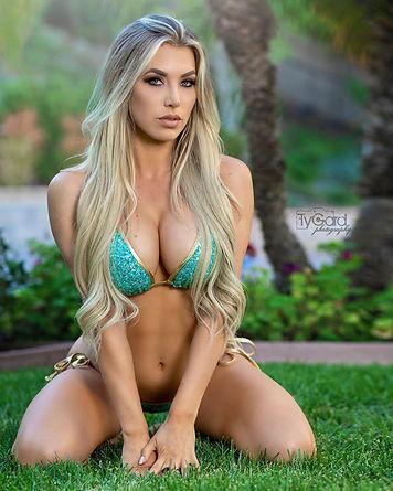 @Alexandra Kaye Svensson_Girls Definitel
