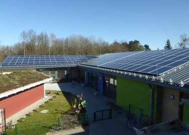 Sonne liefert Strom für die KiTa Fuchsbau