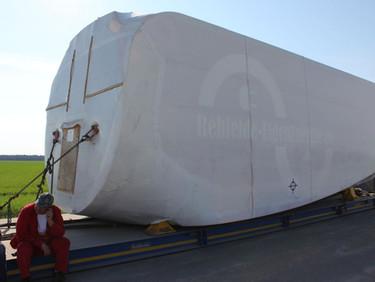 Endspurt: Stahlrohre & Maschinenenhaus angekommen
