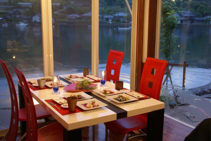 バー夕凪のテーブル席