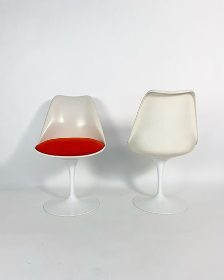 Set of Six Eero Saarinen Tulip Chairs Knoll International