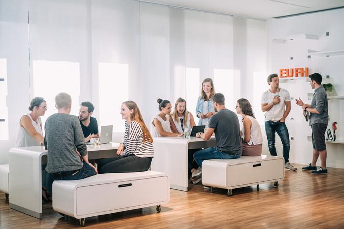 Gruppenfoto junge Menschen