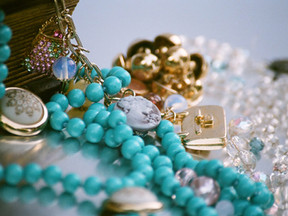 Here's How to Pack Your Jewelry