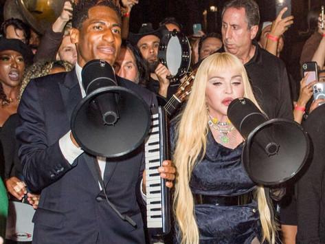 """Madonna canta """"Like a Prayer"""" por las calles de Harlem"""