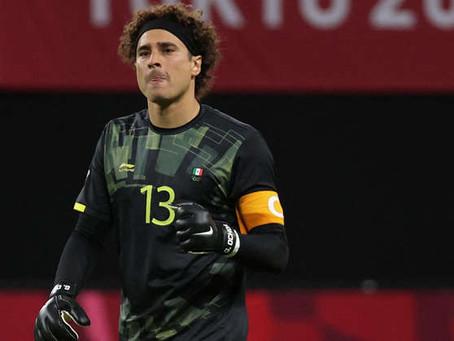 Guillermo Ochoa dedica victoria a la familia Dos Santos