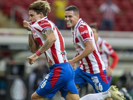 Chivas derrota al América con golazo de Christian Calderón