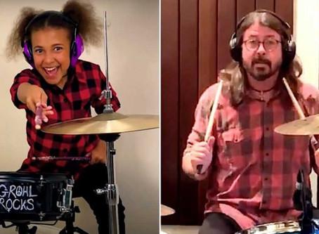 Dave Grolh compone canción a niña baterista; mira esta épica batalla