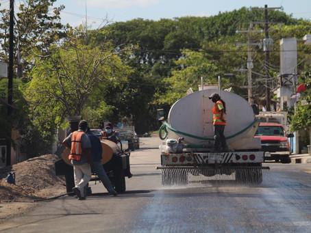 El alcalde Julián Zacarías Curi visitó Chicxulub puerto para supervisar trabajos de repavimentación