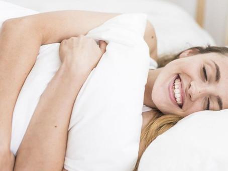 ¿No puedes dormir? Tal vez la culpable sea tu almohada, elige la mejor con estos consejos