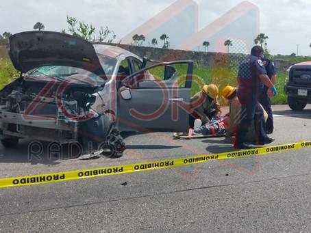 Mujer fallece tras salir disparada del auto