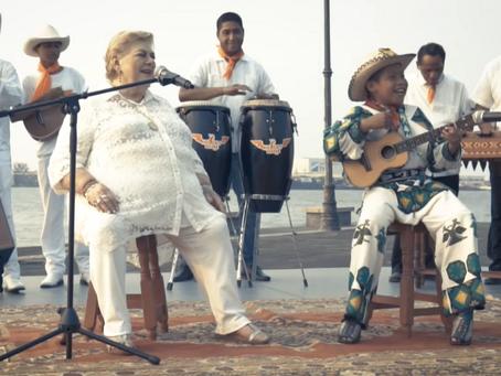 Paquita la del Barrio y Yuawi cantan a dueto la nueva versión de Movimiento Naranja