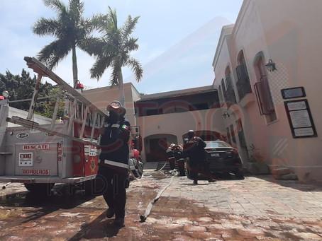 Evacuan empleados de notaria tras incendio