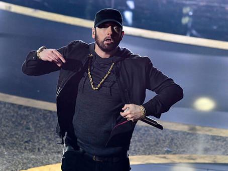 Eminem se disculpa con Rihanna en su nuevo álbum (que lanzó sorpresivamente)
