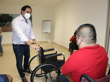 En las jornadas de atención ciudadana doce progreseños reciben sillas de ruedas