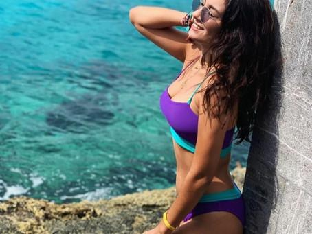 Marcelia, hija de Joan Sebastian, enamora en la playa con un bikini neón