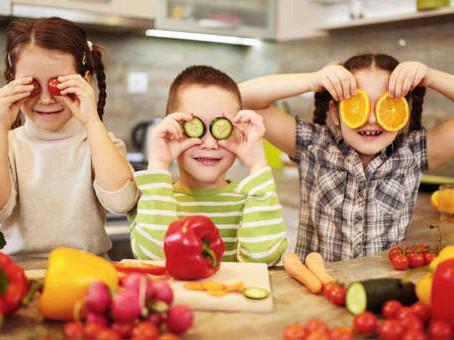 ¿Cómo incluir las frutas y verduras en la dieta infantil? Tips para una nutrición ideal de tus hijos