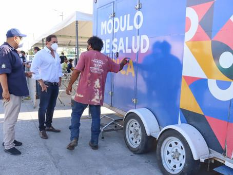 El alcalde Julián Zacarías lleva Modulo de Salud a trabajadores pesqueros del Muelle de Yucalpetén