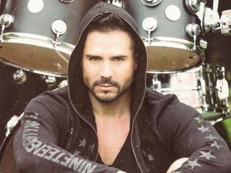 José Ron presume sus dotes musicales en Instagram