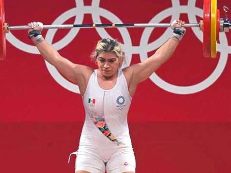 Aremi Fuentes, la pesista mexicana gana medalla de bronce en Tokio 2020.