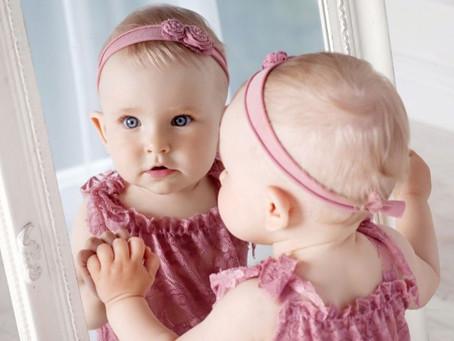 ¿Por qué es peligroso que los bebés usen adornos en la cabeza?
