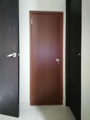 puerta pvc caoba.jpeg