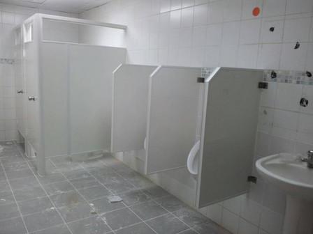 División de Baño PVC con Urinal