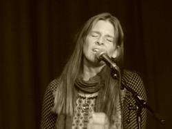 Julia Dahl live