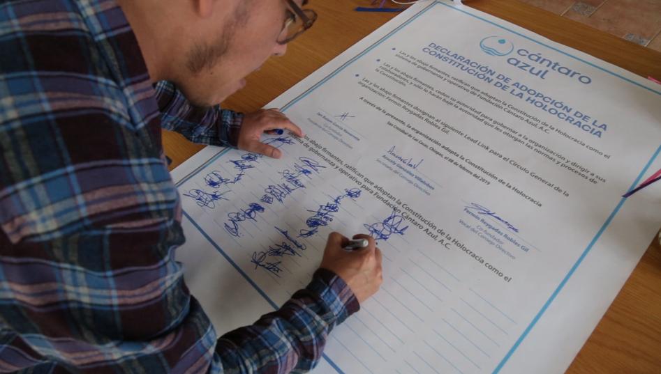 Firma de la Constitución de la Holocracia