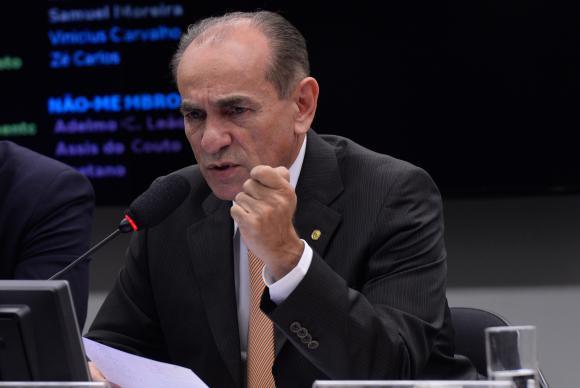 O relator propôs mandato de cinco anos e o fim da reeleiçãoWilson Dias/Agência Brasil