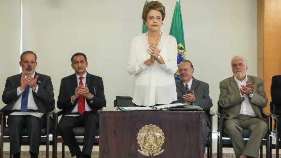 Dillma destaca que a regulamentação fortalecerá as áreas de livre comércio instaladas nas regiões fronteiriças na Amazônia legal. Foto: Roberto Stuckert Filho/PR