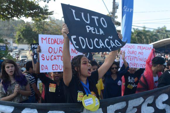 Paraty (RJ) - Estudantes e professores fazem manifestação no centro histórico da cidade pedindo solução para problemas na educação pública (Tomaz Silva/Agência Brasil)
