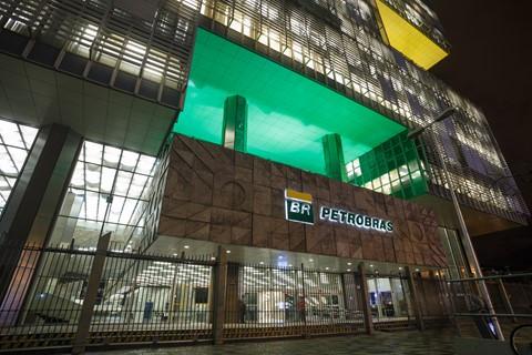 Petrobras perde R$ 72,5 bilhões em valor de mercado na manhã desta segunda-feira