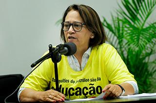 """Fátima: projeto do PSDB é """"nefasto"""" para a educação"""