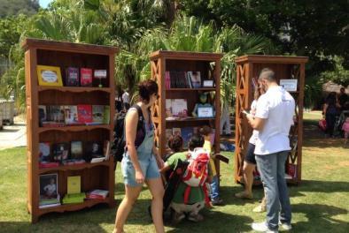 A primeira edição da biblioteca itinerante Livre.Ria ocorreu neste domingo, na Lagoa Rodrigo de Freitas  Akemi Nitahara