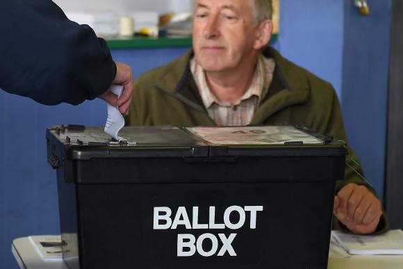 Britânicos votam hoje em eleições gerais no Reino Unido para escolher o futuro primeiro-ministro da naçãoAndy Rain/EPA/Agência Lusa
