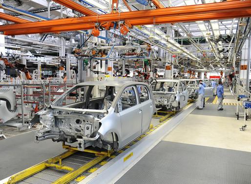 Enquanto Guedes 'viaja', setor automotivo tem pior desempenho em 70 anos