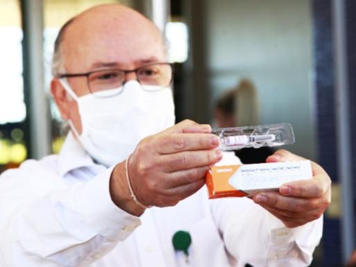 """""""Estamos muito satisfeitos com os resultados da vacina"""", diz diretor da Faculdade de Medicina da UnB"""